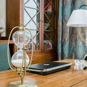 欧式新房书房浅色书桌装饰