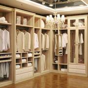 欧式风格大型衣柜装饰