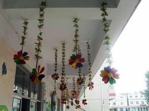 精心设计的幼儿园教室吊饰布置效果图片