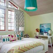 美式简约风格斜顶阁楼卧室装饰