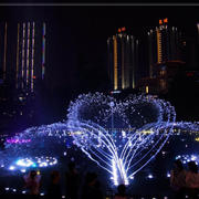 后现代风格夜景喷泉图片