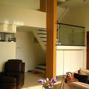 日式简约风格跃层楼梯装饰