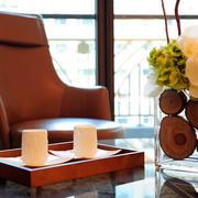 两室一厅简约阳台皮制沙发装饰