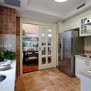 欧式简约风格厨房推拉门装饰
