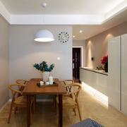 两室一厅简约风格餐厅原木桌椅