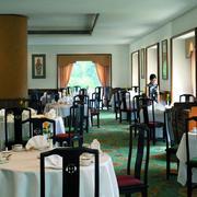 中式简约风格饭店桌椅装饰