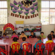 幼儿园简约风格置物架装饰