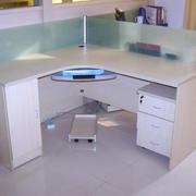 办公桌简约风格隔断设计