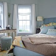 欧式风格浅色卧室床饰装饰