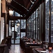 美式深色系饭店灯饰装饰