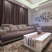 美式风格浅色客厅照片墙装饰