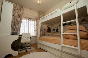 儿童房简约白色床饰设计