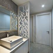 两室一厅卫生间隔断装饰