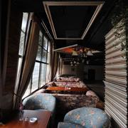 美式简约风格咖啡厅窗户设计