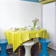 三室一厅简约餐桌装饰