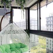 简约风格铁制阳台吊椅装饰