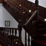 中式原木深色楼梯效果图