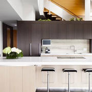 后现代浅色厨房吧台装饰