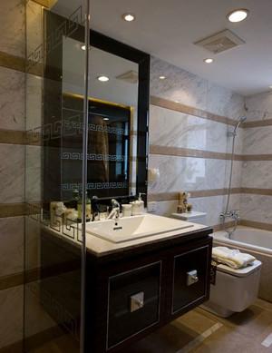 偏于室内一角:精致卫生间玻璃隔断设计效果图实例鉴赏