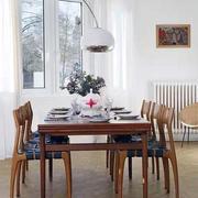 三室一厅餐厅实木桌椅装饰