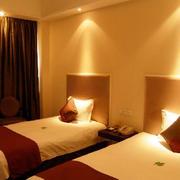 现代简约风格宾馆双人房装饰