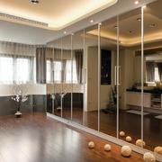 小户型卧室镜饰装饰
