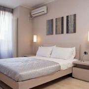 现代简约风格卧室床头灯饰设计