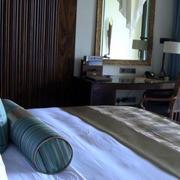 海景房卧室床饰装修