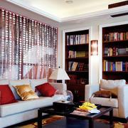 白色客厅珠帘隔断装饰