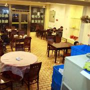 中式简约饭店深色系桌椅装饰