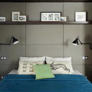 复式楼卧室床头置物架装饰