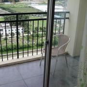 阳台简约风格玻璃推拉门