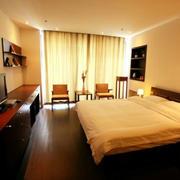 简约风格酒店卧室窗户装饰