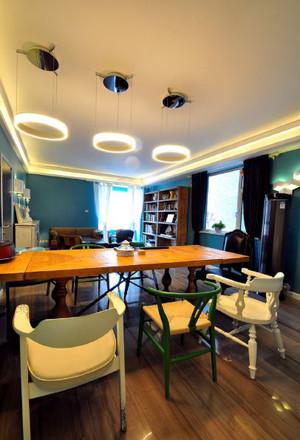 三室一厅简约风格客厅桌椅设计