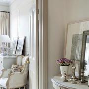 三室一厅欧式卧室梳妆台镜饰设计