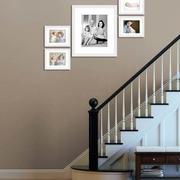 楼梯口照片墙装饰