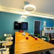 三室一厅客厅原木桌椅装饰