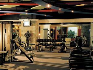 大型健身房吊顶装饰