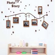 北欧简约客厅照片墙展示图