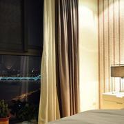 小户型卧室床头灯饰装饰