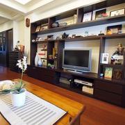 三室一厅电视背景墙置物架装饰