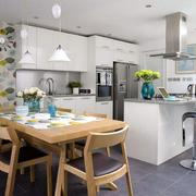 混搭风格厨房原木桌椅装饰
