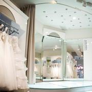 简约风格婚纱店玻璃隔断装饰