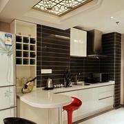 后现代风格深色厨房瓷砖装饰