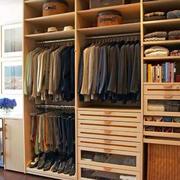 卧室原木衣柜装饰