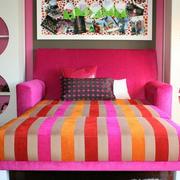 简约风格亮色卧室床头装饰