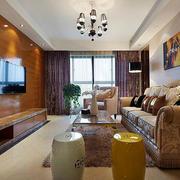 现代简约风格客厅原木背景墙设计