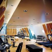 健身房简约风格吊顶射灯装饰