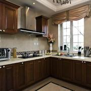 美式深色系厨房L型橱柜装饰