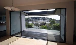 性价比较高的阳台玻璃推拉门效果图